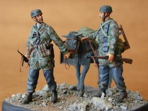 German Fallschirmjäger + Donkey (2 fig.)