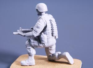 1/48 Kneeling Soldier (on right knee), US Army Infantry Squad 2nd Division  - 3